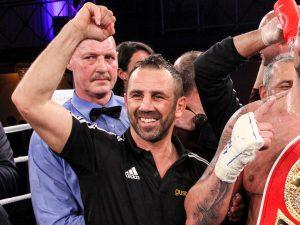 Oktay Urkal nach Titelgewinn von Erkan Teper