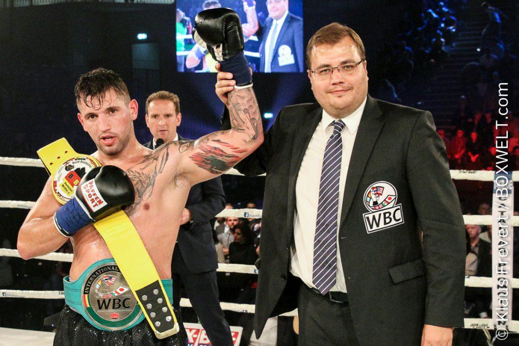 Malte Müller-Michaelis mit Boxer Senad Gashi