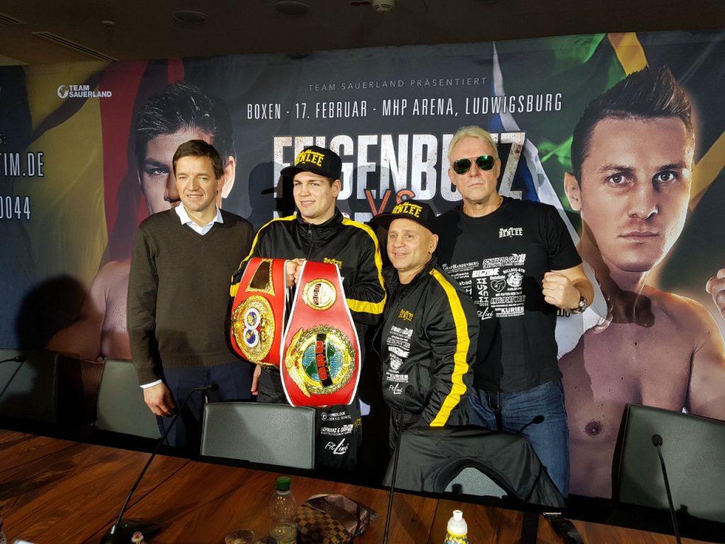 Vincent Feigenbutz mit Zoltan Lunka, Frederick Ness und Rainer Gottwald. - Foto: Team Feigenbutz