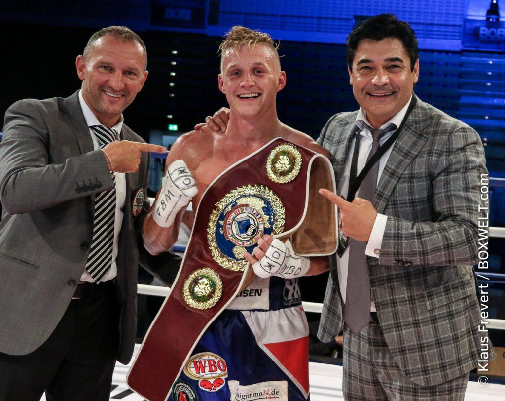 Sebastian Formella mit Istvan Kovacs (WBO) und Promoter Erol Ceylan