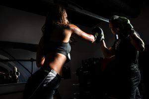 "Quelle:<a href=""https://www.pexels.com/photo/people-boxing-inside-gym-1862785/"">Pexels</a>"